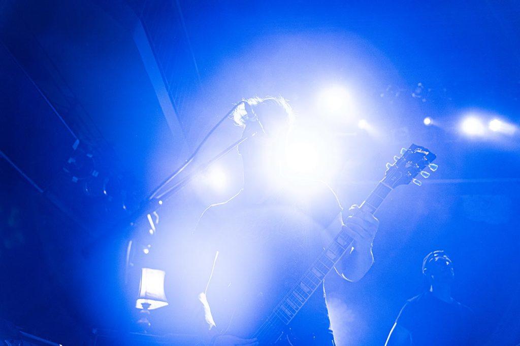 Gitarrist Ben Christo während des Auftritts von Nathan Gray im Gruenspan in Hamburg während der End Hits Records Tour 2020. (Foto: Angry Norman)