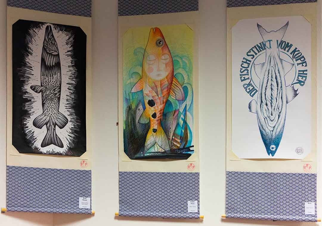 """Blick in die Ausstellung """"Dead Fish Art Project"""" (Foto: Angry Norman)"""