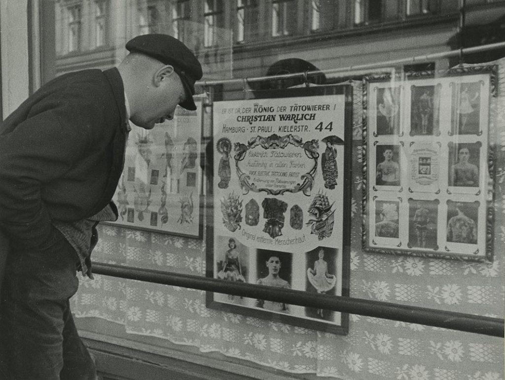 Das Schaufenster von Christian Warlichs Gaststätte, ca. 1936 (Foto: SHMH)