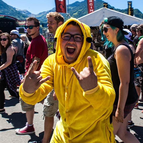 Die Fans stürmen das Gelände beim Greenfield Festival 2017 (Foto: Angry Norman - Concert Photography)