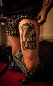 John Allen zeigt sein Lieblings-Tattoo (Photo: AngryNorman)